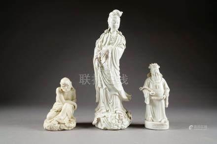 Lohan assis sur un Rocher.Hauteur: 17 cm. Empereur au Sceptre Ru-Yi.Hauteur: 23 cm. Kwann-Yi