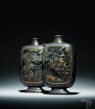 江戶時期  宮部篤良造鐵錯金銀壽山蒼龍圖扁瓶一對