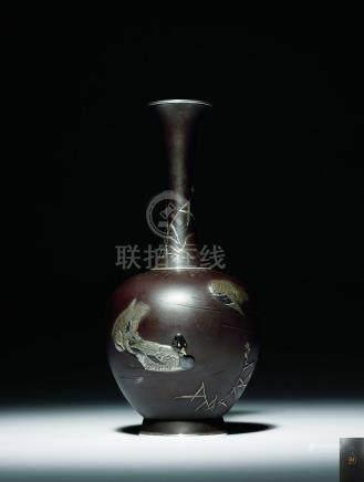 政近造 鐵地金銀象嵌鷺雁圖細頸瓶
