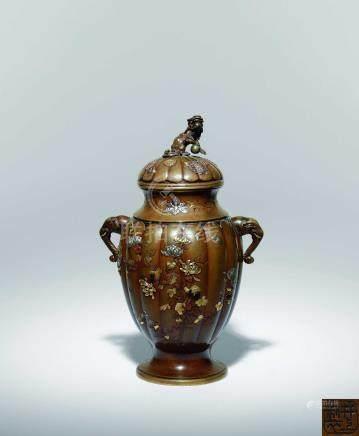 明治時期  井上製 銅金銀象嵌花蝶紋獅鈕雙象耳蓋瓶