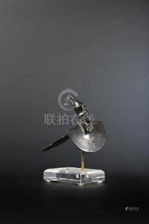Amulette contrepoids de collier représentant un collier ousekh surmonté par une tête de lion