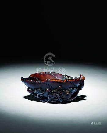 明  犀角雕牡丹花葉形杯