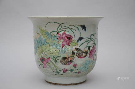 A jardinière in Chinese famille rose porcelain  'ducks'