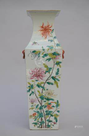 A square vase in Chinese famille rose porcelain 'flowers' (*)