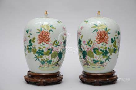 Pair of ginger jars in Chinese famille rose porcelain 'flowers' (*)