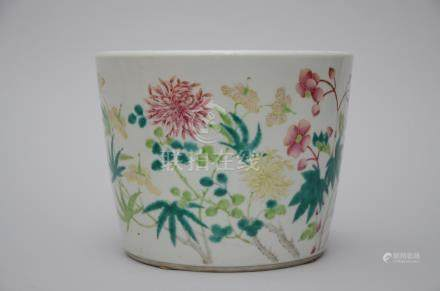 bowl in Chinese famille rose porcelain 'flowers' (*)
