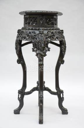 Octogonal Chinese pedestal in hardwood
