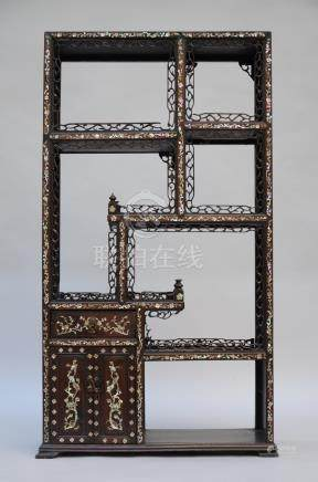 Chinese cabinet in hardwood with mother-of-pearl inlaywork (*)