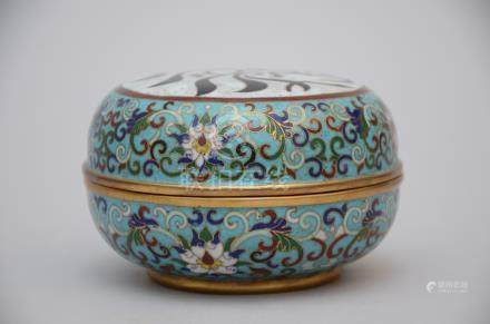 Chinese box in cloisonné with Arabic inscriptions