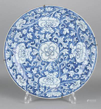 17th - 18th Century large Chinese porcelain dish with