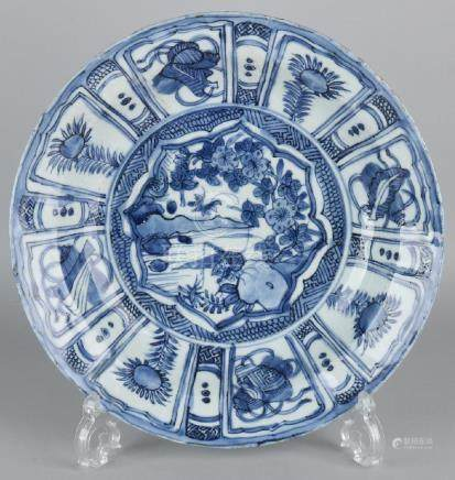 17th Century Chinese porcelain Wanli dish. Cracking