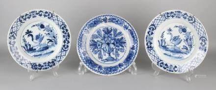 Three 18th century Delft Fayence signs. Size: ø 22 - 23