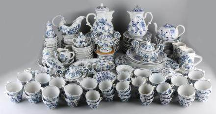 Very extensive porcelain Blue Danube service, decor