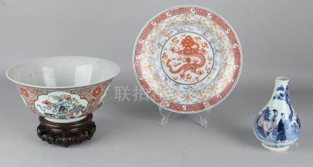 Three times Chinese porcelain. Consisting of: Large