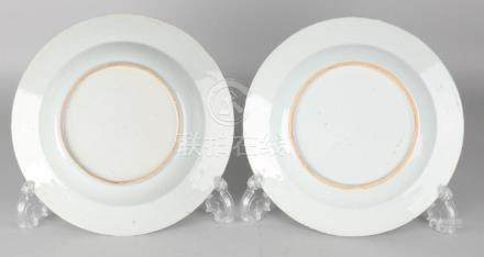 Two 18th century Chinese porcelain Queng Long plates