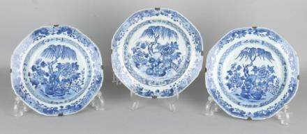 Three 18th century Chinese porcelain Queng Lung plates