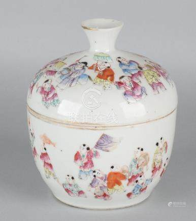 Antique Chinese porcelain Family Rose covered jar with