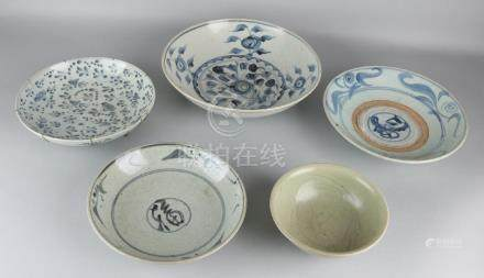 Five times antique Chinese Cargo porcelain. 17th - 18th