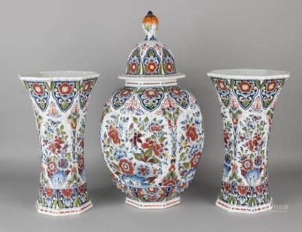 Large old Delft fur cabinet set. Old Delft, floral.