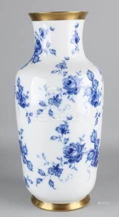 Large German porcelain vase. Rolled Porzellan, with