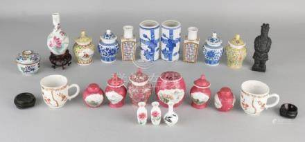 Lot miscellaneous China. Among others: Lid vases, cups,