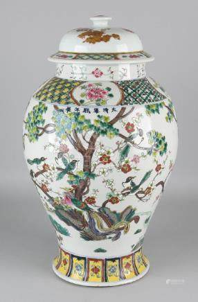 Large old Chinese porcelain lid vase with magpies in