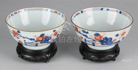 Two 18th century Chinese Imari porcelain bowls with
