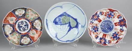 Three times Japanese porcelain plates. Twice Imari,