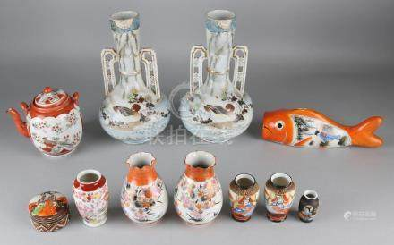 Eleven times antique Japanese porcelain. Consisting of: