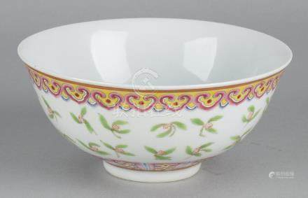 Ancient Chinese porcelain Family Rose bowl with
