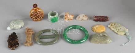 Lot diverse China, jade etc. Consisting of: Bracelet,