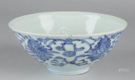 17th - 18th Century Chinese porcelain bowl with floor