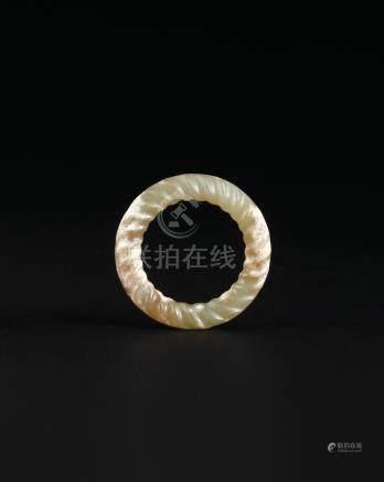 汉代 黄玉扭绳环