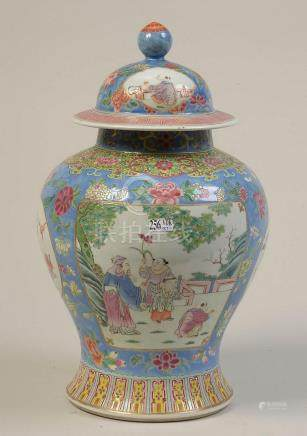 Potiche et son couvercle en porcelaine polychrome de Chine d