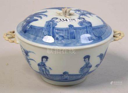 Petit légumier en porcelaine bleue et blanche de Chine décor
