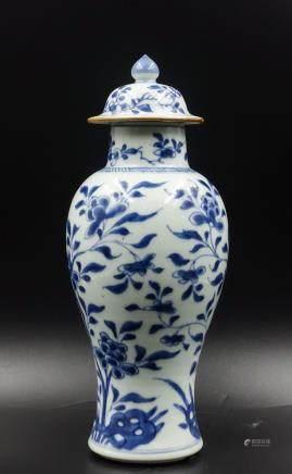 CHINESE BLUE AND WHITE FOLIAGE VASE