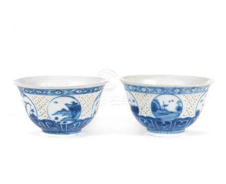 A pair of blue and white reticulated cups Wanli (2)
