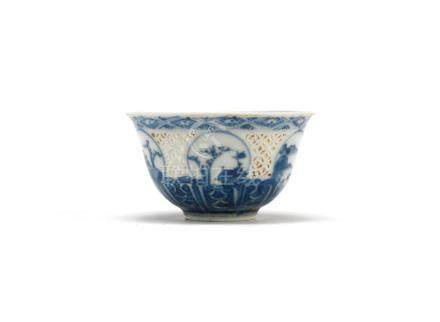 A blue and white reticulated cup  Chongzhen