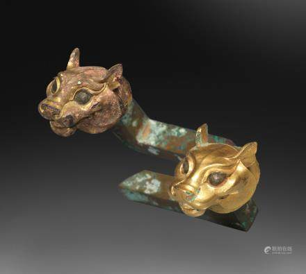 A rare pair of small gilt-bronze tiger-head terminals Qin Dynasty (2)