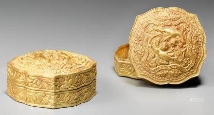 A fine and rare pair of gold 'lions and flowers' boxes and covers Liao Dynasty (4)
