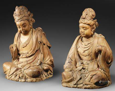 A fine and rare pair of carved wood figures of seated bodhisattvas Song Dynasty  (2)