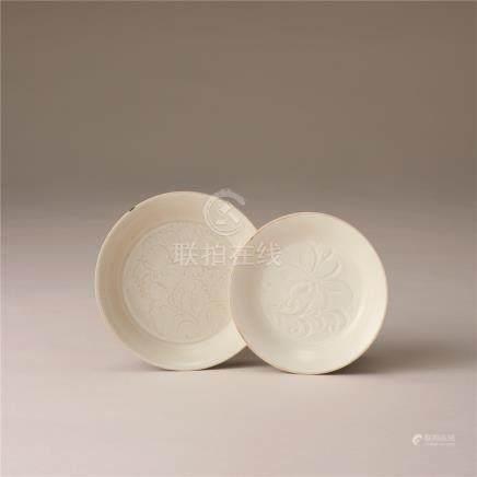 宋代 白瓷刻花纹盘 (两件)