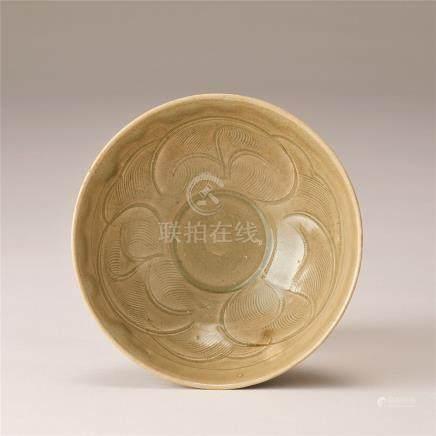 南宋 青瓷刻花纹碗