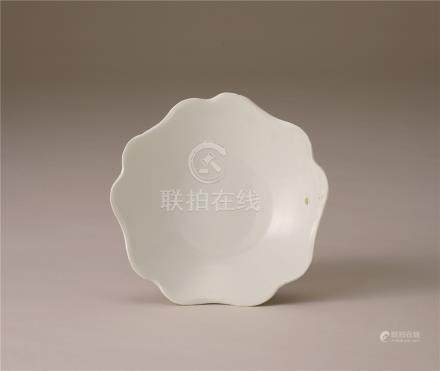 五代 白瓷葵口盘