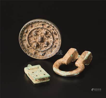 海兽葡萄镜及青铜饰件