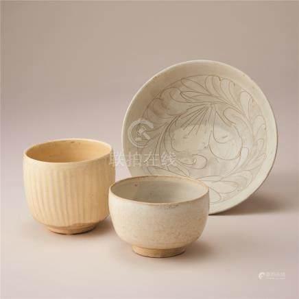 宋代 白地划花纹钵及碗2件 (一组三件)