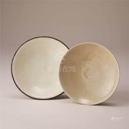 金代 白瓷刻花纹盘及印花纹盘