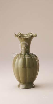 青瓷瓜棱瓶