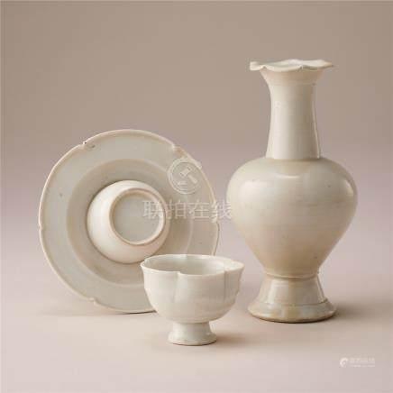 宋代 白瓷杯托及花口瓶