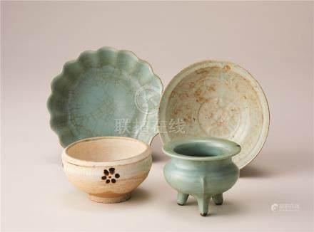 金元时代 白地铁绘梅钵纹碗及青瓷3件 (一组四件)